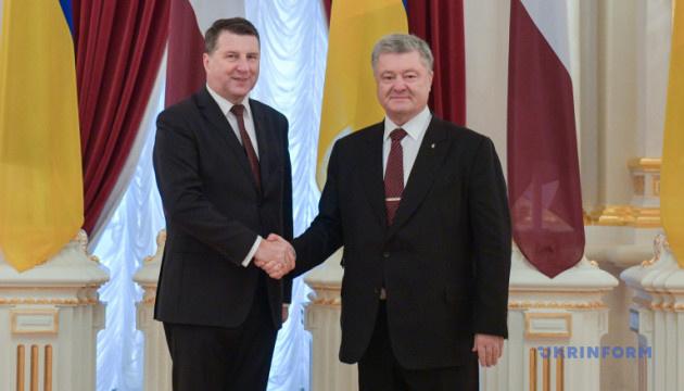Порошенко: Латвия — не только друг, но и адвокат Украины