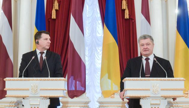 Poroschenko: Handelsumsatz zwischen Ukraine und Lettland um 43 % gestiegen
