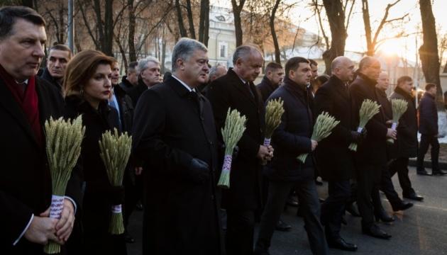 Украина войдет в ЕС и НАТО, и не будет больше голодоморов и русификации — Порошенко