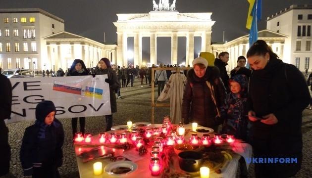 В Берлине почтили память жертв Голодомора и протестовали против войны на Донбассе
