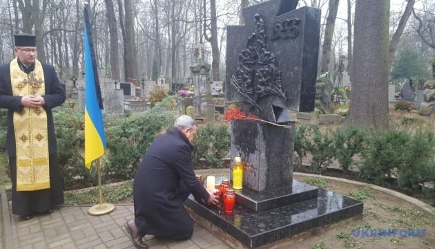 Дещица на годовщине Голодомора: Мир должен не позволять Москве поступать как в 30-е