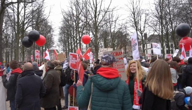 Вернуть гранты: в Нидерландах студенты протестуют против займов на обучение