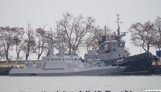 Захопленим українським морякам передають лист від командуючого ВМС