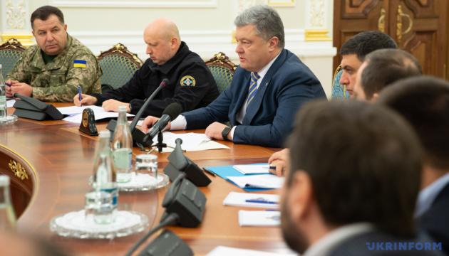 ポロシェンコ大統領、ロシアに対し、拘束したウクライナ兵と艦船の解放を要求