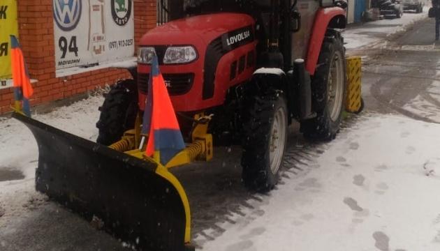 Снігопад у Києві: кількість спецтехніки на дорогах збільшили до 352 одиниць