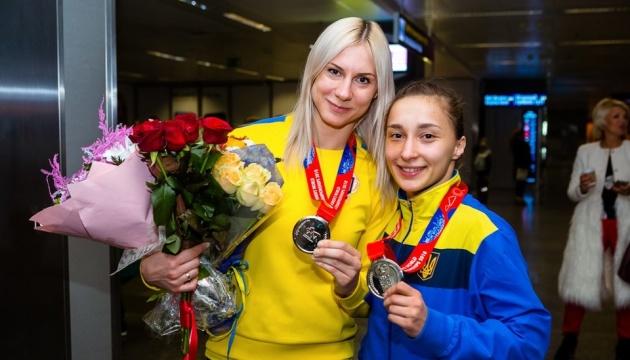 Boxeo: El equipo nacional femenino de Ucrania trae dos medallas de plata de Nueva Delhi (Fotos)