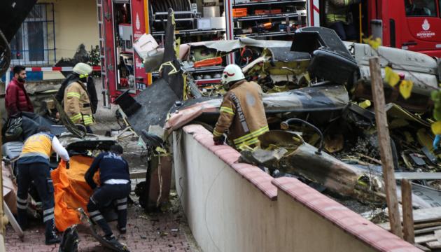 В жилом квартале Стамбула упал военный вертолет, четверо погибших