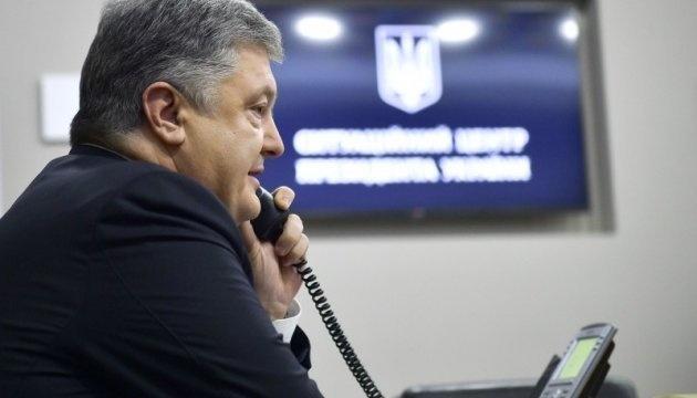 Poroshenko mantiene una conversación telefónica con el nuevo líder de la CDU de Alemania