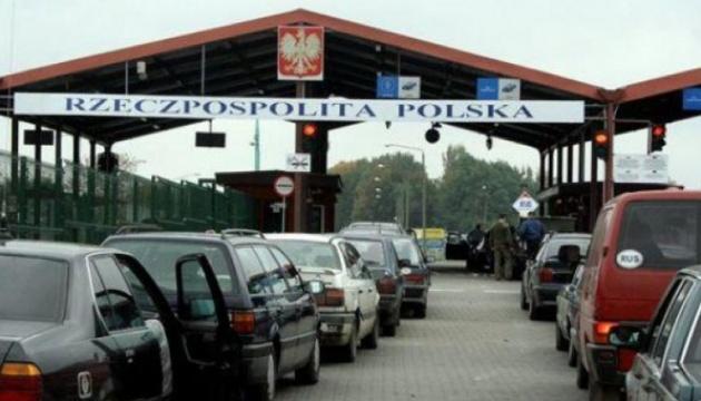 ДПСУ повідомляє про ускладнений рух через три пункти пропуску на кордоні