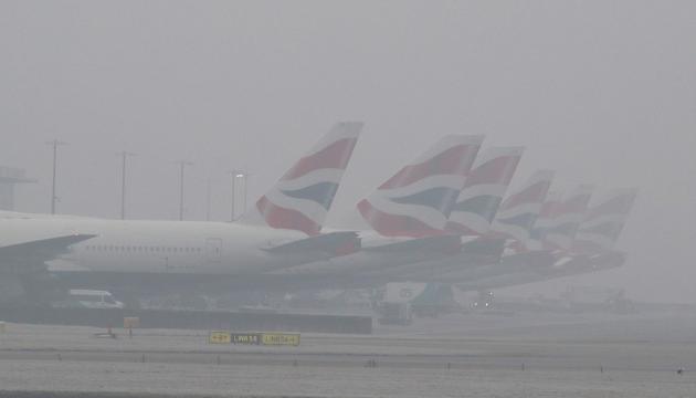 Аеропорти Лондона скасовують авіарейси через сильний туман