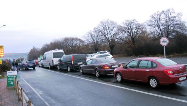 На Закарпатті щодня розмитнюють 200 авто на євробляхах