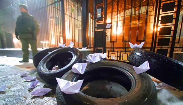 Паперові кораблики під російським посольством? Що можемо зробити більш продуктивнішого?