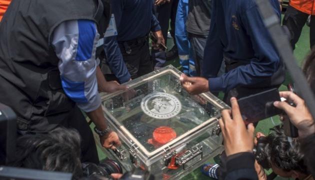 Авіакатастрофа в Індонезії: пілоти намагалися повернути контроль над літаком