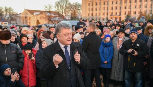 Poroschenko: Russland will besetzte Krim und Donbass verbinden