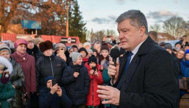 Порошенко: Путін бреше про Азов, як брехав про Солсбері та