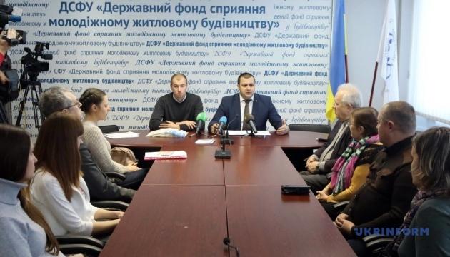 Учасники АТО та ВПО підписали перші угоди за програмою