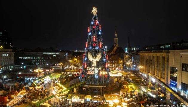 Найбільшу в світі різдвяну ялинку встановили у Дортмунді