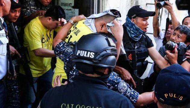 На Філіппінах трьох поліцейських посадили на 40 років за вбивство підлітка