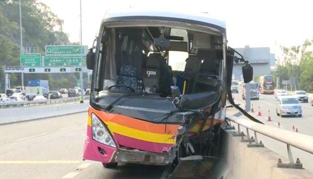 В Гонконге автобус столкнулся с такси: 5 погибших, 32 раненых