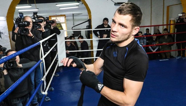 Денис Беринчик провел открытую тренировку перед боем с Кристобалем