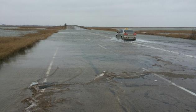 Азовське море залило дорогу на Арабатській стрілці