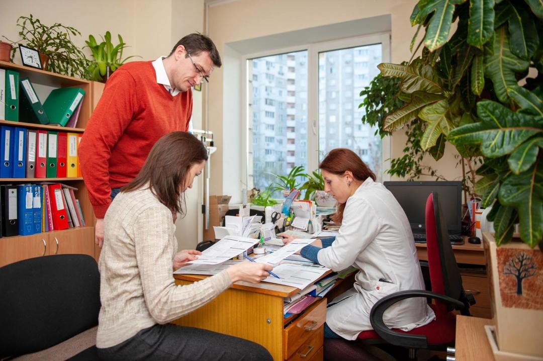Пацієнти обирають свого лікаря, підписуючи з ним декларацію // Фото: НСЗУ