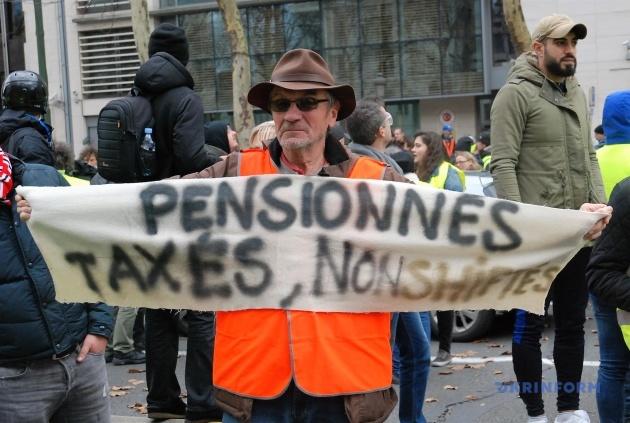 Людина протестує, бо хоче отримувати гідну пенсію