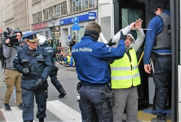Арештованих після перевірки «запросили» в автобуси