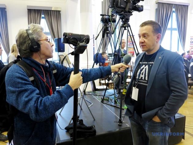 Саша Сотник берет интервью у Айдера Муждабаева