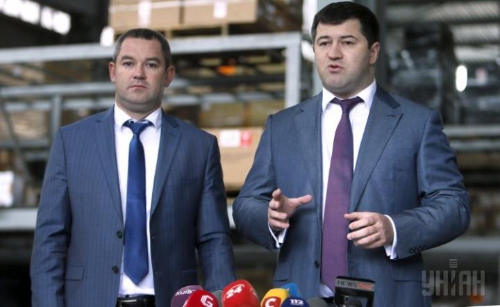 Мирослав Продан (ліворуч) і Роман Насіров (праворуч) - колишні очільники Державної фіскальної служби України // Фото: Уніан