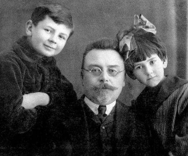 Микола Стражеско із сином Дмитром і донькою Іриною