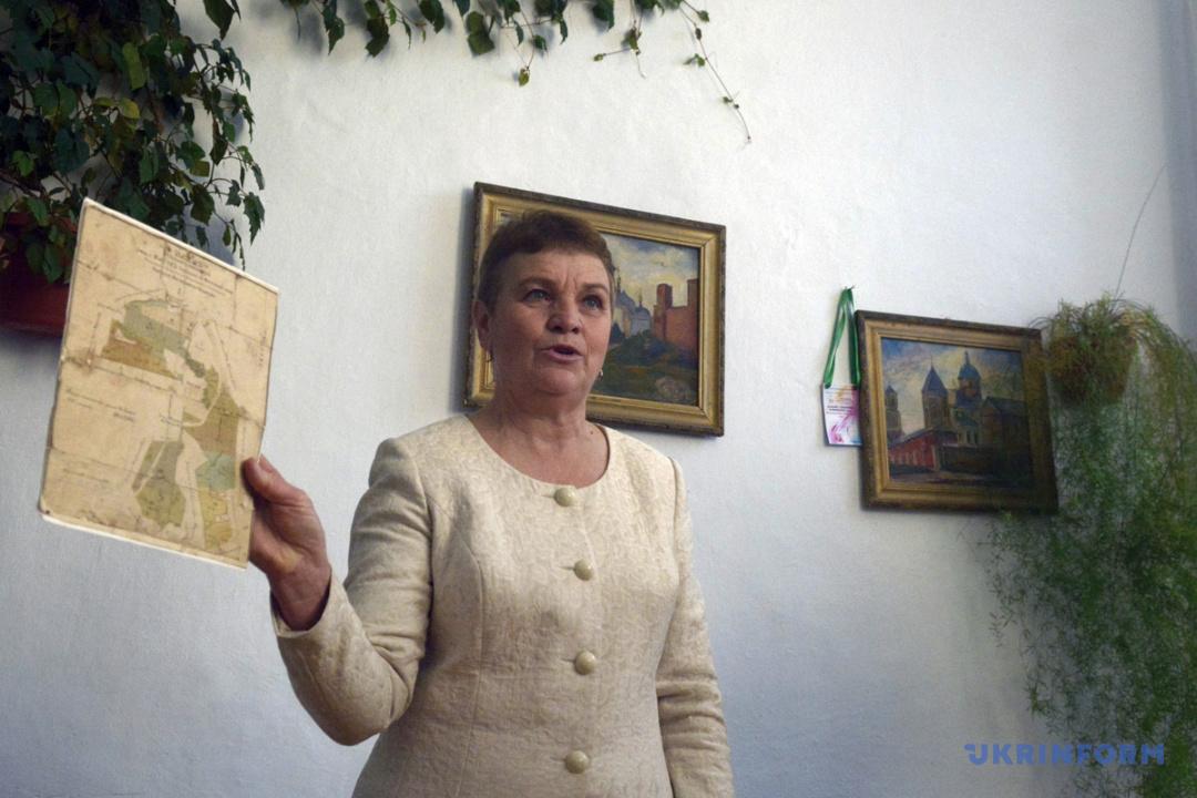 Директор Митківської загальноосвітньої школи І-ІІІ ступенів Ніна Гадасюк