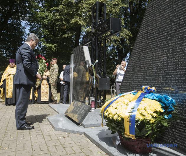 Петр Порошенко во время церемонии почтения памяти украинцев, погибших от рук польских