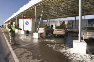 В пунктах пропуска на Донбассе застряли 315 авто