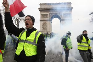"""Во Франции уменьшается поддержка """"желтых жилетов"""""""