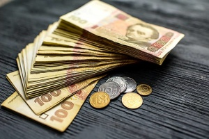 Нацбанк ослабил курс гривни