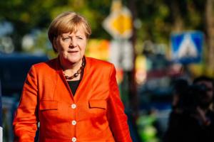 Меркель поважає рішення Мей піти у відставку