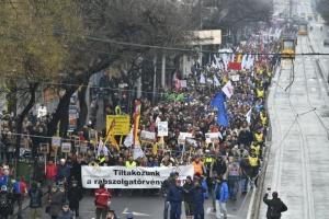 Профсоюзы Венгрии предупредили о массовой забастовке