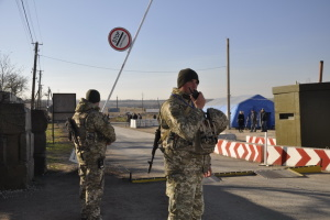 У пунктах пропуску на Донбасі застрягли 310 авто