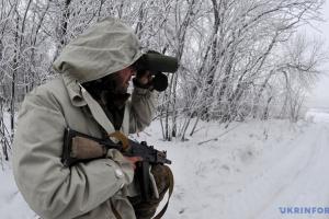 Окупанти тричі за годину обстріляли захисників Пісків