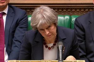 Однопартийцы Мэй снова хотят голосовать за вотум недоверия премьеру Британии