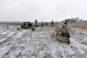 На Донбасі - сім ворожих обстрілів за день, поранений боєць ЗСУ