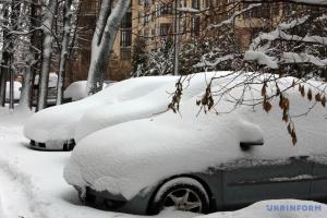 """Щоб змусити прибрати сніг у Житомирі, заступнику мера """"засіяли"""" стіл піском"""