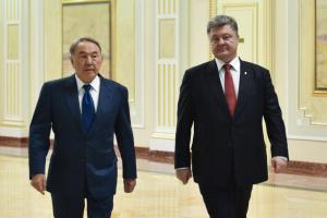 Порошенко і Назарбаєв поговорили телефоном
