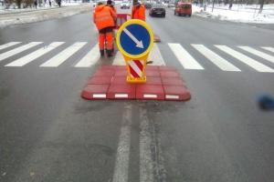 """Київські дорожники """"реанімують"""" старі машини для прибирання снігу"""