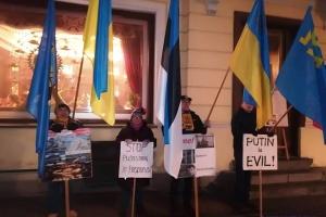Посольство РФ у Таллінні пікетували на підтримку українських політв'язнів