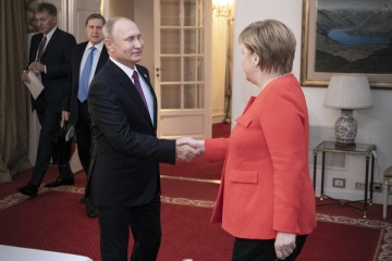 Merkel i Putin rozmawiali o tranzycie gazu przez Ukrainę