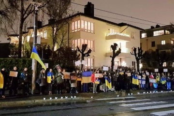 NO to Russian aggression!: Ukrainians in Norway picketing Russian embassy. Photos