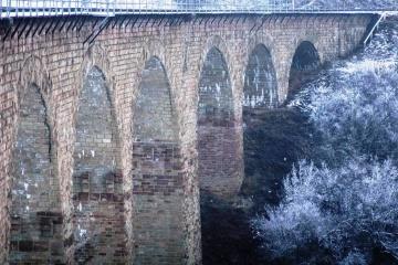 捷尔诺波尔州优雅的高架桥吸引游客