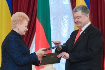 Poroshenko, Grybauskaite sign Road Map for 2019-2020